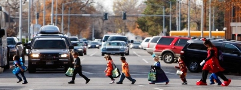 trick-or-treating-kids-driving-safety
