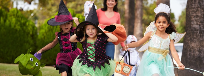 trick-or-treating-kids-safety-tips-halloween-gta-toronto-vaughn-whitby-oshawa